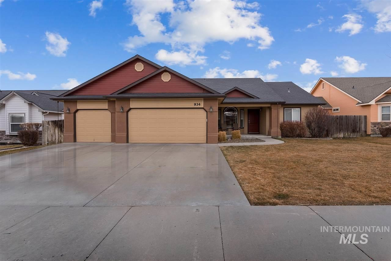 934 S Pencil Ave, Kuna, Idaho 83634, 4 Bedrooms, 2 Bathrooms, Residential For Sale, Price $230,000, 98719409