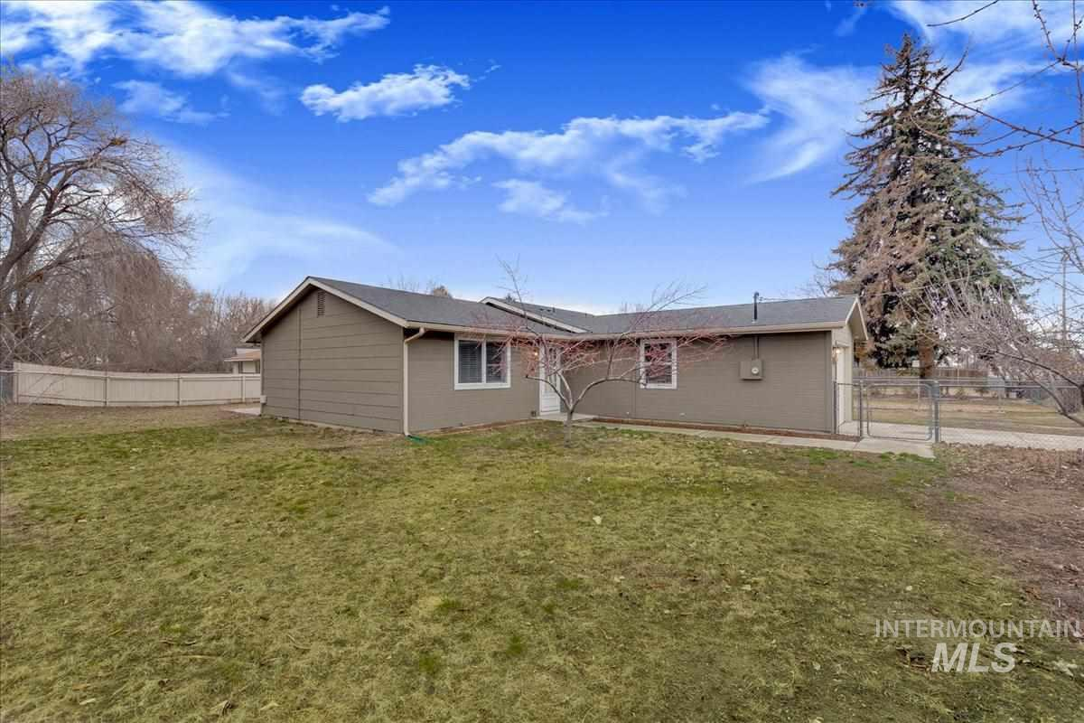 525 W Main St, Middleton, Idaho 83644, 3 Bedrooms, 1 Bathroom, Residential For Sale, Price $185,000, 98719463