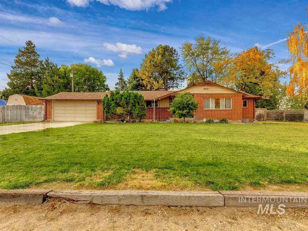 943 Vista Dr, Nampa, Idaho 83686, 5 Bedrooms, 3 Bathrooms, Residential For Sale, Price $299,900, 98719474