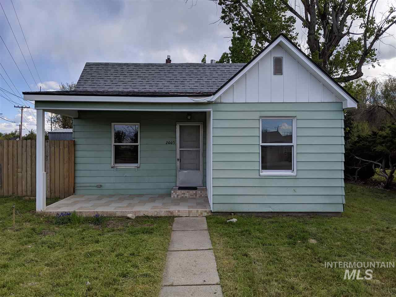 2005 Overland, Boise, Idaho 83705, 2 Bedrooms, 1 Bathroom, Rental For Rent, Price $1,000, 98721011