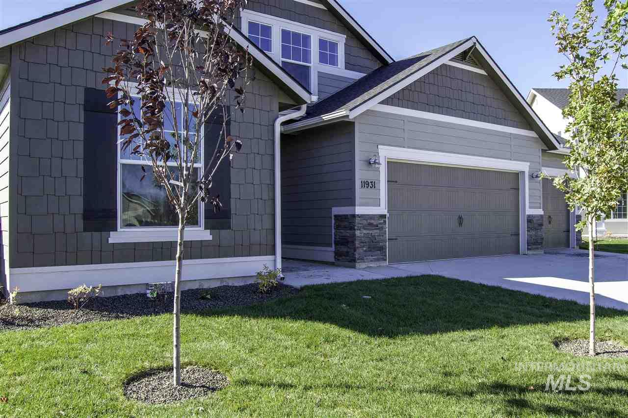 Come check out the Capri Bonus 1848! It's loaded with personality where the great room style kitchen and living room take center stage, starring plenty of space, windows and light, and an eat in nook. Price includes upgraded cabinets, dual vanity, stainless steel appliances, Sun Valley texture, Tile entry, and more. RCE-923