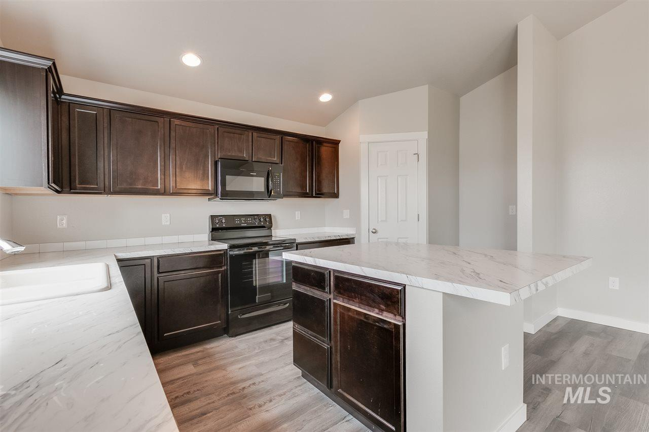 The new Harrison 2025 is the perfect spacious single living home you've been waiting for. A wide open living room that flows into your dining room and a view from the kitchen makes entertaining top notch. Price includes upgraded cabinets, dual vanity, stainless appliances, and more. RCE-923