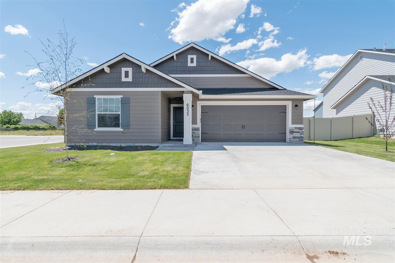 The Arden 1415, a single-level design is sure to please with split bedroom design and a living room that opens to both the kitchen and dining room. Great for entertaining! Price includes stainless steel appliances, double vanity, upgrades cabinets, and more! RCE-923