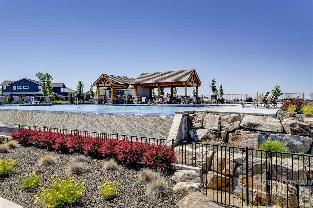 10645 W Wild Iris Street, Star, Idaho 83669, 5 Bedrooms, 3 Bathrooms, Residential For Sale, Price $499,900, 98721979