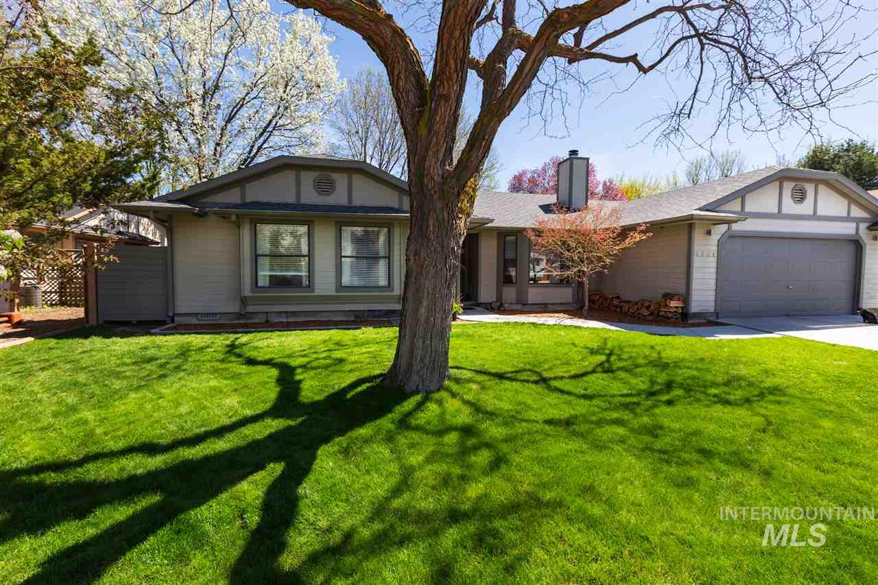 4704 N Anchor Way, Boise, Idaho 83703-0000, 3 Bedrooms, 2 Bathrooms, Residential For Sale, Price $349,900, 98722105