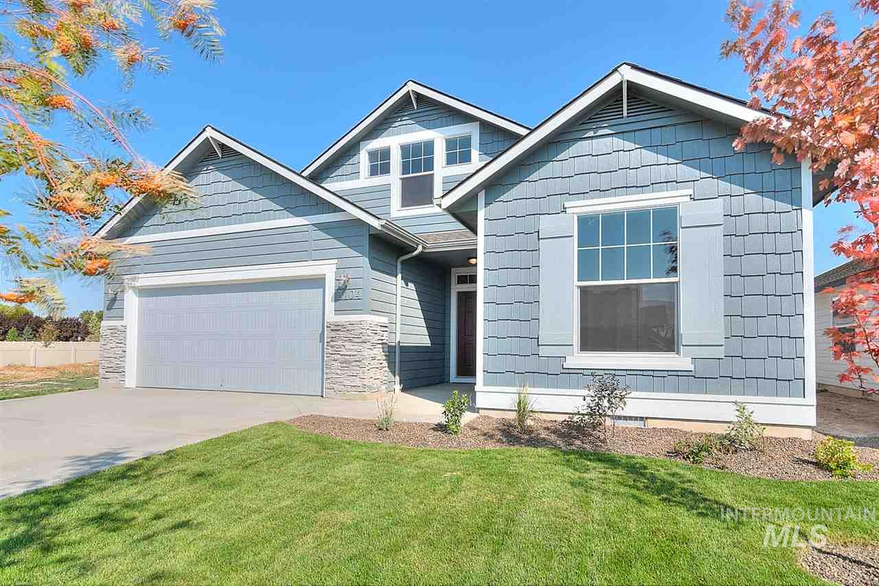 The Capri Bonus 1848 with personality where the kitchen and living room take center stage, starring plenty of space, windows and light, and an eat in nook with outdoor access. Wide halls lead you to the first two bedrooms bookending a luxurious bathroom. Includes dual vanity sink in master, vinyl floors, granite kitchen counter, and much more. Our homes are built with new high efficiency codes! RCE-923