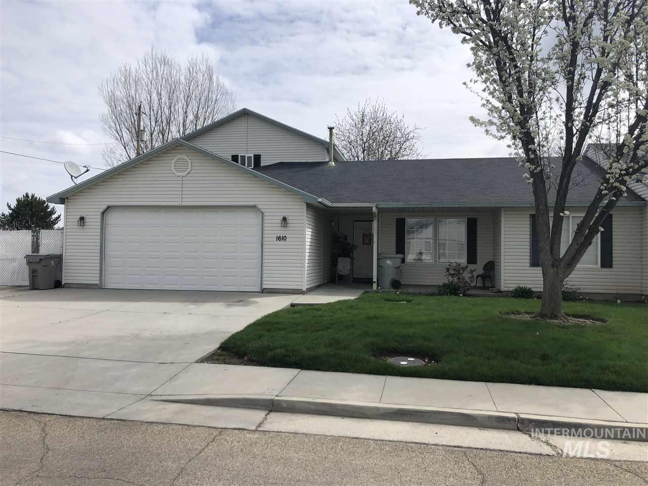 1610 Ohio Ave, Caldwell, Idaho 83605, 3 Bedrooms, 2 Bathrooms, Residential Income For Sale, Price $365,000, 98725464