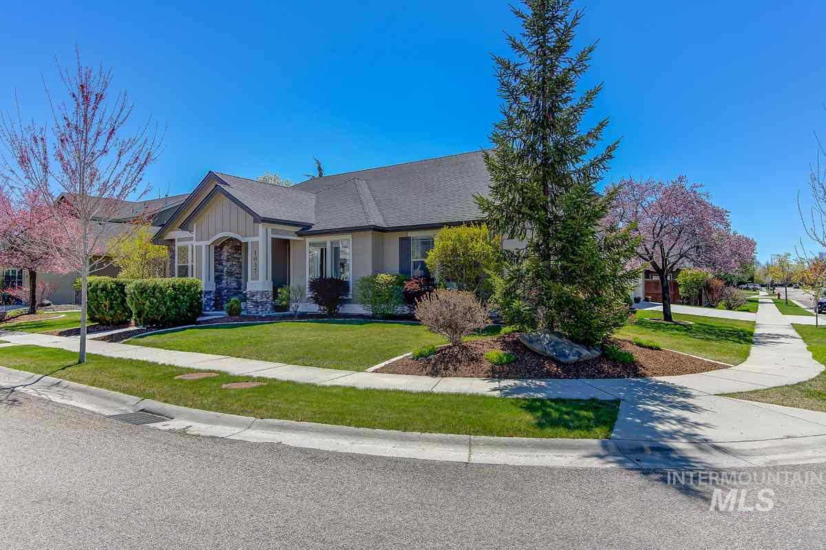 Beautifully upgraded single-level charmer in prime Paramount Subdivision.  Large corner lot offers a little more privacy encompassed in lush, easy care landscaping and a peaceful setting.  Large windows and sky lights in great room bring the outside in to this meticulously kept home, and welcome guests into a bright and open split-bedroom floor plan.  The kitchen features stainless steel appliances, granite counter tops, open arches to great room, a breakfast bar and a wine bar.