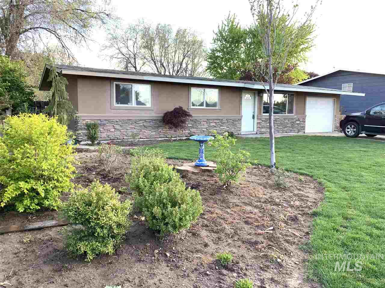 909 W Roberts Ave, Nampa, Idaho 83651, 3 Bedrooms, 2 Bathrooms, Residential For Sale, Price $224,900, 98726137