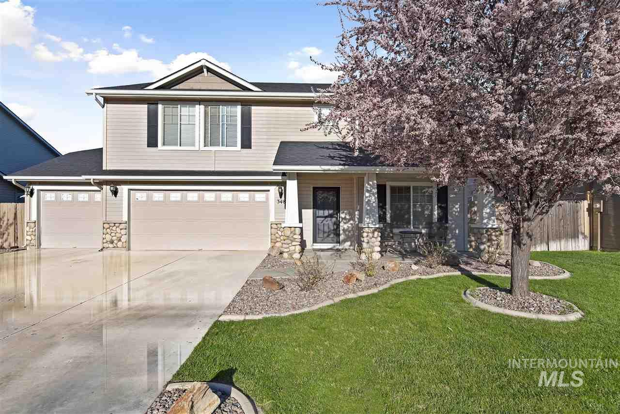 This beautifully upgraded homes in Sundance Subdivision has 4 big bedrooms, gorgeous Modern Kitchen, newer flooring, on the best lot overlooking the Community 2.5 acre Park that includes a kids playground and community pool! This home is a must see