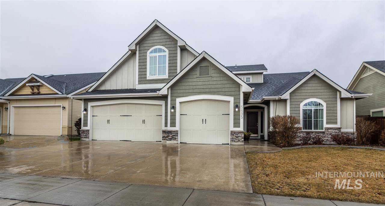 Enjoy this 5 bedroom, 3 bathroom home in Paramount Subdivision located within walking distance to both the High School & Community Pool. With nicely manicured landscaping and no back neighbors, take advantage of a quiet, private back yard. Inside, you'll love the master on the main level, with open concept kitchen, dining & living room with nice natural light.