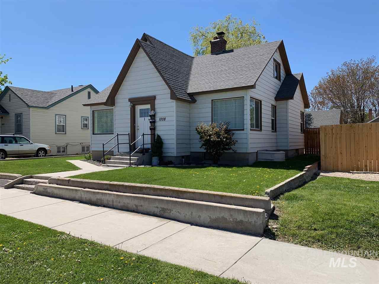1008 Everett, Caldwell, Idaho 83605, 2 Bedrooms, 1.5 Bathrooms, Residential Income For Sale, Price $335,000, 98727703
