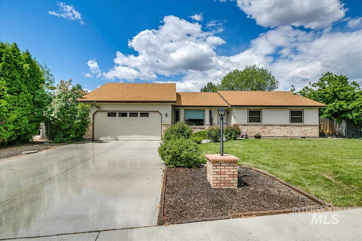 Charming single-level home located in sought after Saddleback Park neighborhood of NW Boise. Great room opens up to dining area, kitchen, and family room/office. Great for entertaining! Oversized master ensuite complete with sitting room/nursery. Newer carpeting/flooring throughout & plenty of storage areas. Large fully fenced backyard featuring full auto sprinklers, custom decking, BBQ gas hookup, & prewired for a hot-tub. RV parking. Home backs up to the park creating tons of privacy and beautiful views!
