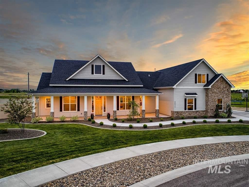 This stunning single level home built in 2017, and professionally landscaped sets on over a 1/2 acre lot only minutes from Star. Gourmet kitchen with large walk-in pantry, custom cabinets, granite countertops, and stainless steel appliances. Lrg master suite with tiled floors, soaker tub, and walk-in shower as well as adjoining laundry room. Upstairs you have an additional bedroom with bath and sitting room for guests or family. Lrg. backyard with Mtn views and fire pit area. Start your memories today!