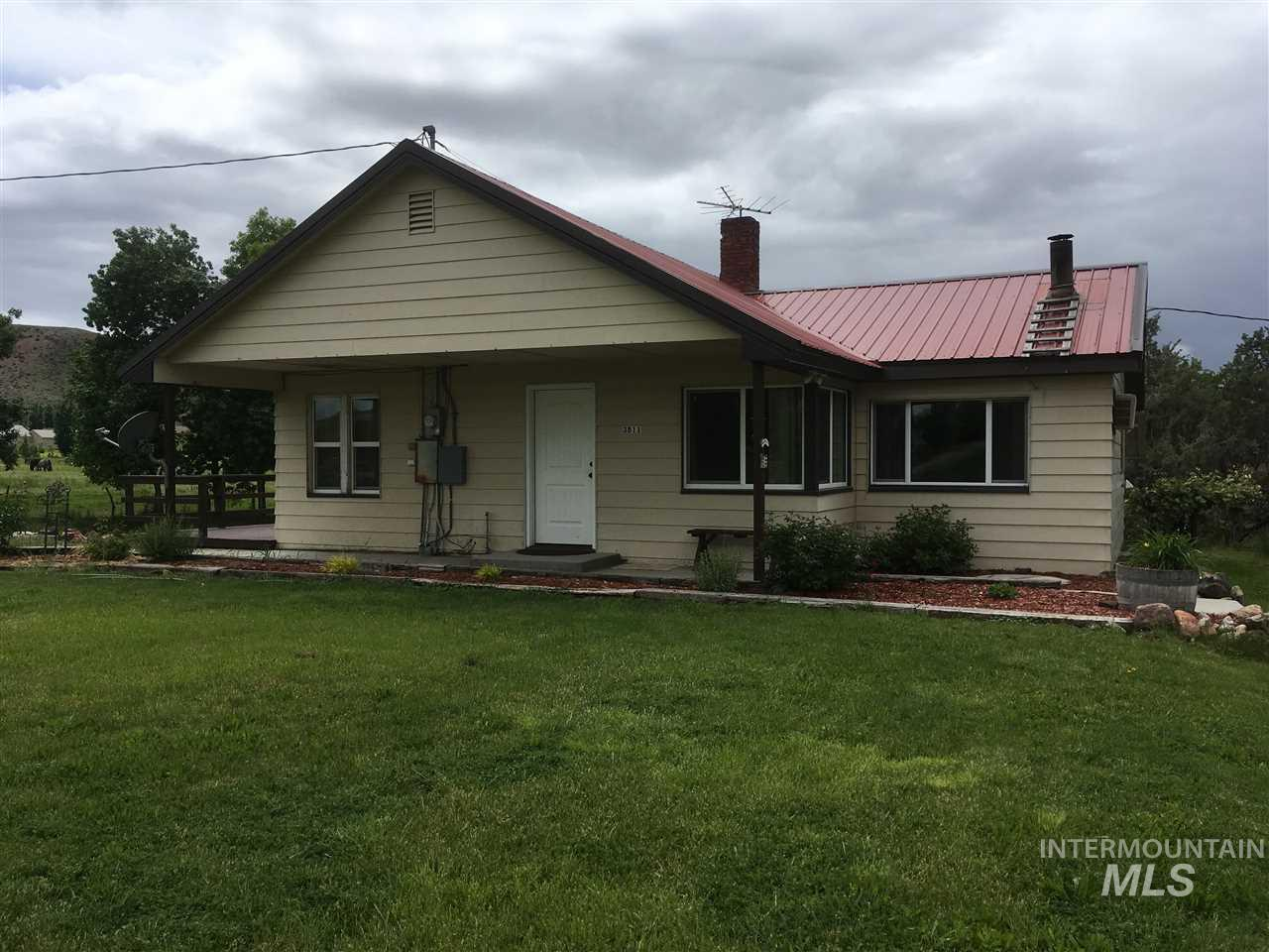 3811 Bowman Rd, Emmett, Idaho 83617, 2 Bedrooms, 1 Bathroom, Residential For Sale, Price $299,000, 98730367