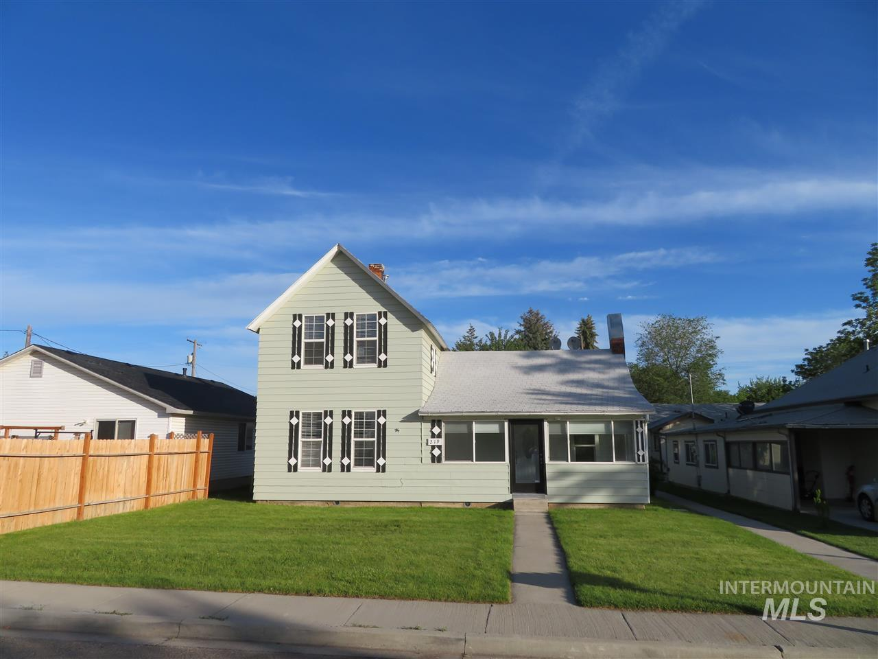 219 24th Ave S, Nampa, Idaho 83651-4473, 4 Bedrooms, 2.5 Bathrooms, Residential Income For Sale, Price $385,000, 98731439