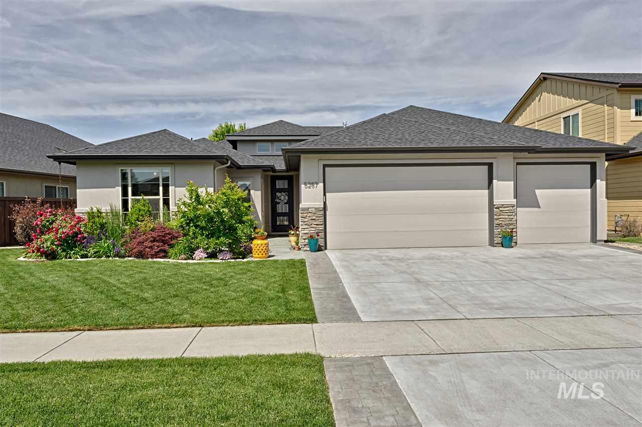 Love where you live in this low maintenance contemporary designed 4 bed 3 bath Meridian home. Fresh updates include brand new carpet, interior painted walls & front entry door, & custom stained hdwd floors. Too many features to love from the farmhouse sink, high ceilings, privacy w/split bedroom design, in-law suite, sitting area in master bdrm, beautiful landscape, raised garden beds, to the courtyard w/pavers. Neighborhood amenities: 3 pools, parks, playgrounds, exercise room & clubhouse, & walking paths.