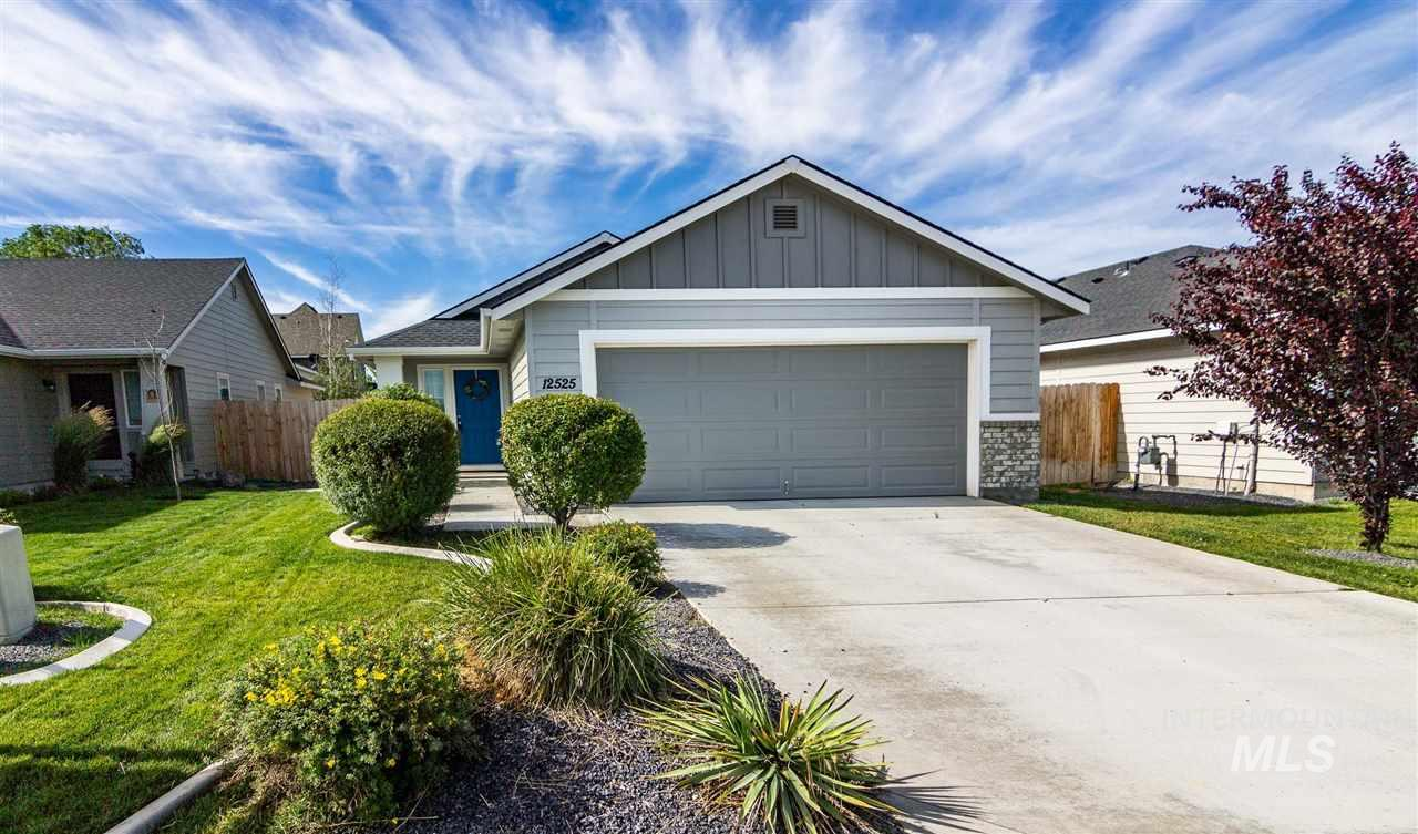 Fantastic 3bd 2 ba 1246 sq ft home with easy access to freeway and shopping. Schools nearby fully fenced back yard with new landscaping. Nice open floor plan pride of ownership shows this one won't last long. Professional photos coming.