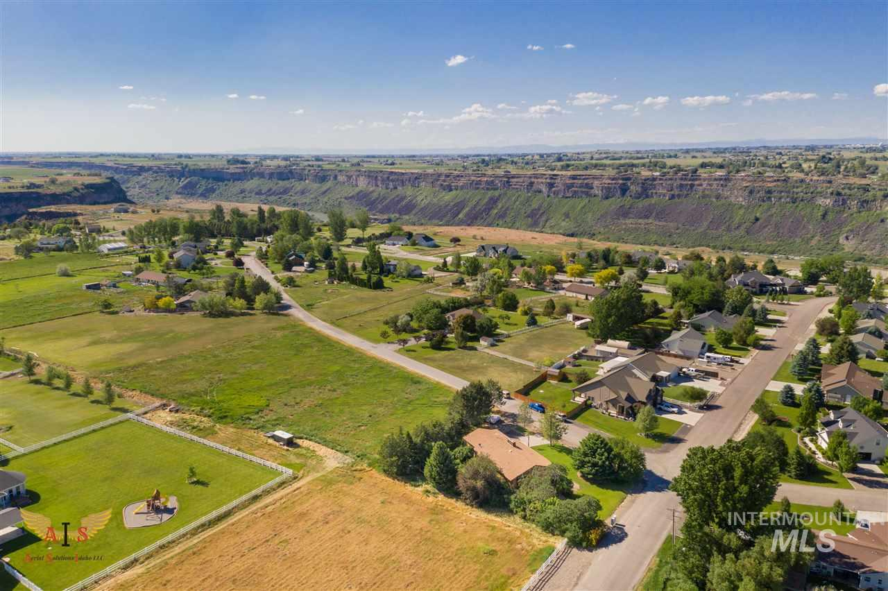 203 Mahard Dr., Twin Falls, Idaho 83301, 6 Bedrooms, 3 Bathrooms, Residential For Sale, Price $325,000, 98733145