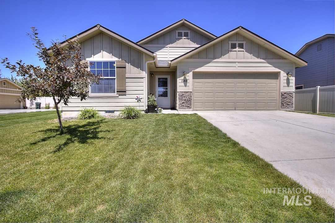 Great location on culd-de-sac & wonderful Crossfield community w/ community pool! Fantastic floor plan featuring split bedroom & inviting entry way. Kitchen opens up to spacious living room with nice size eating area. High speed internet & community pool are included HOA fees. Carpets were just professionally cleaned.     Sellers are offering $3,000  Carpet allowance with acceptable offer.