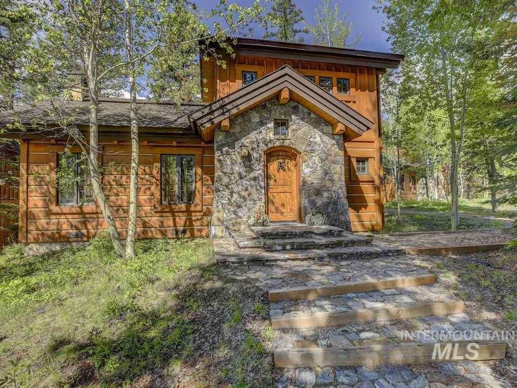 20 Rock Creek, Donnelly, Idaho 83615, 2 Bedrooms, 2.5 Bathrooms, Residential For Sale, Price $629,900, 98734818
