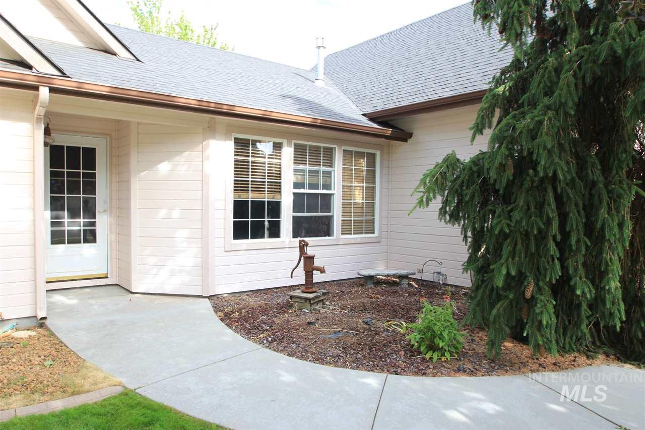 1561 N Two Point Pl., Kuna, Idaho 83634, 3 Bedrooms, 2 Bathrooms, Residential For Sale, Price $284,900, 98734989
