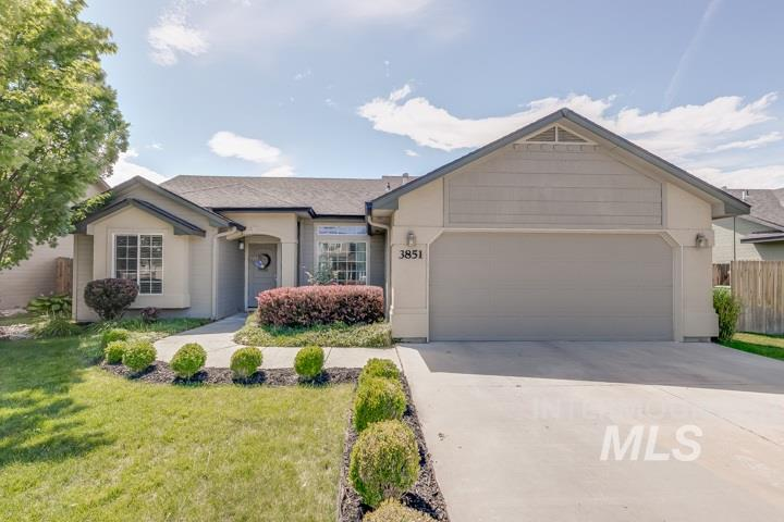 Welcome home! This gorgeous home nestled in North Meridian is close to Settler's Park, Sawtooth Middle School, and Rocky Mountain High School. The home is boasting in curb appeal featuring mature landscaping and no back neighbors. Other highlights of this residence include brand new carpet, vaulted ceilings, a breakfast bar, and lots of natural light. The bonus room can be used as a 5th bedroom, if needed! This beautiful home is in a prime location and won't last long! Come see it before it is gone.
