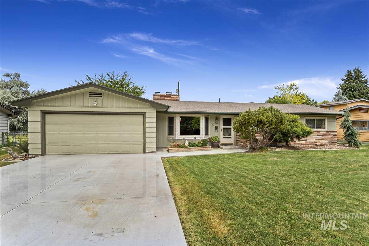 214 W Elm St, Caldwell, Idaho 83605, 4 Bedrooms, 2.5 Bathrooms, Residential For Sale, Price $264,900, 98738459