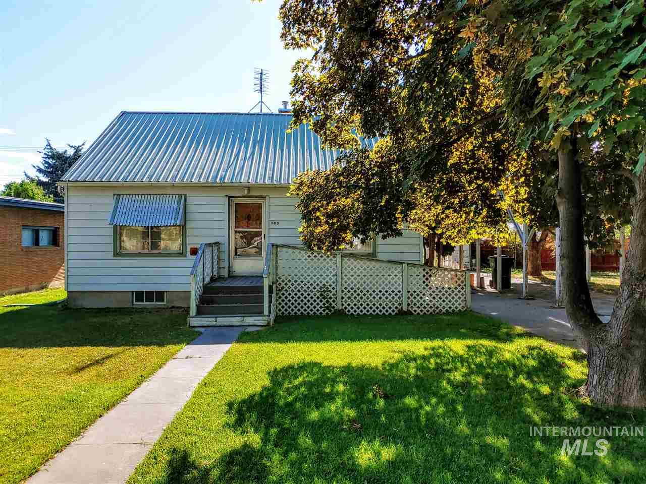 909 Yakima Ave, Filer, ID 83328