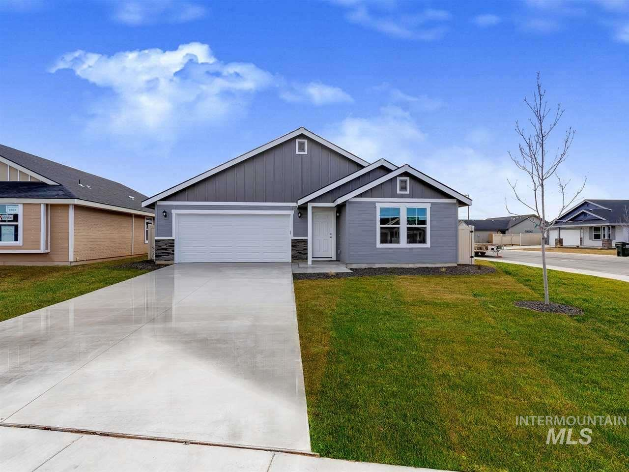 Pre-sold Brookfield with Craftsman Elevation.