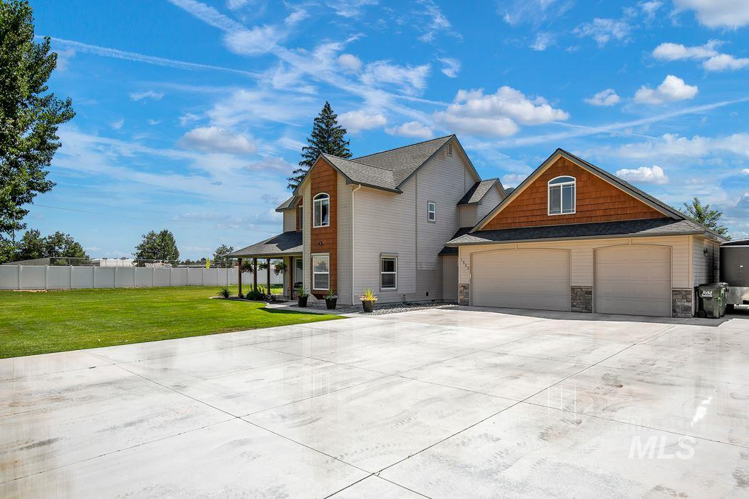 1653 W Secluded Court, Kuna, Idaho 83634, 5 Bedrooms, 4.5 Bathrooms, Residential For Sale, Price $585,000, 98740850