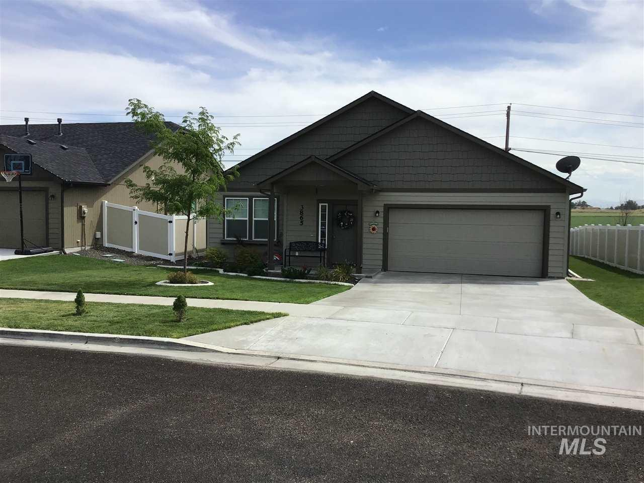 3865 S Windy Ridge Dr, Nampa, Idaho 83686, 3 Bedrooms, 2 Bathrooms, Residential For Sale, Price $265,900, 98740925