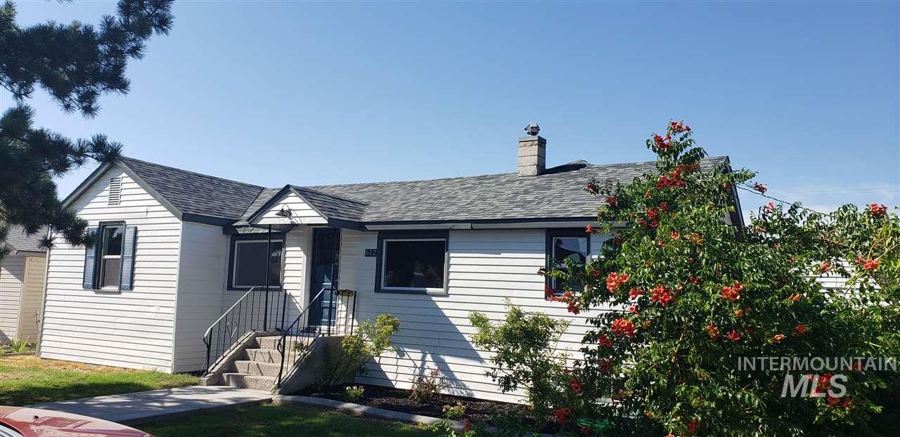 612 6th St, Filer, ID 83328