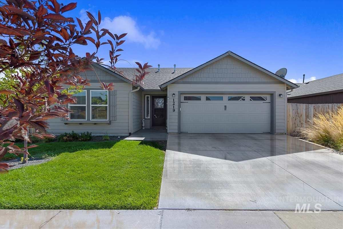 Adorable and well cared for single level home in a quiet Nampa neighborhood. Easy access to freeway, shopping, schools and entertainment. Open and airy floor plan with ample natural light, vaulted ceilings, gas fireplace and elegant entry way. Master suite features his and hers walk-in closet, dual vanity and glass door shower. The Ranch community offers BBQ/picnic area and HOA maintained front yard landscaping.
