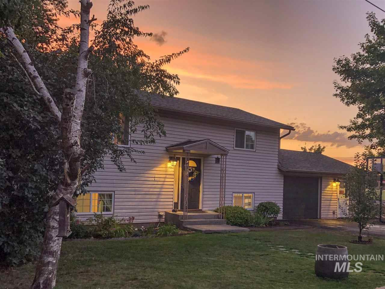 1005 S Meadow, Moscow, Idaho 83843, 4 Bedrooms, 1.5 Bathrooms, Residential For Sale, Price $262,300, 98743844