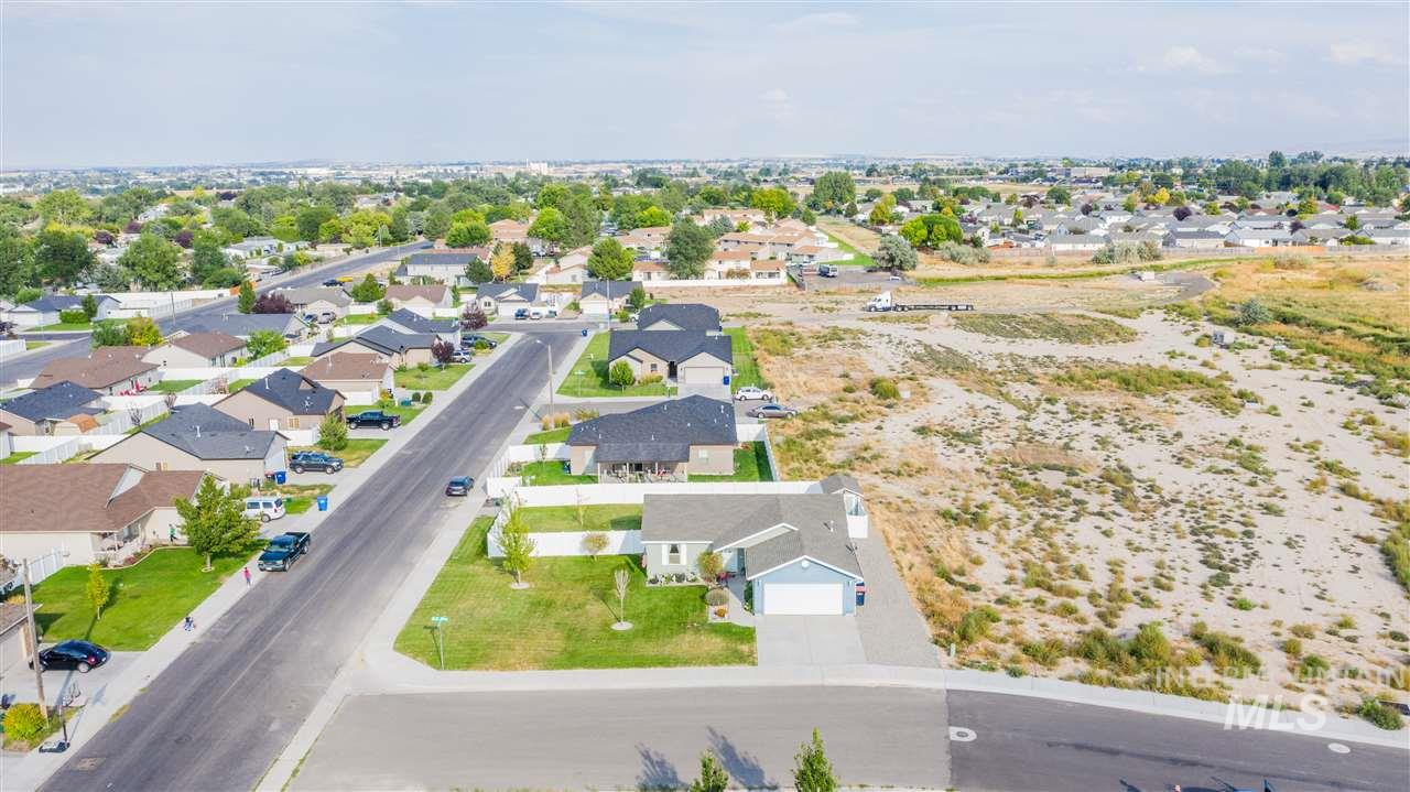 1351 Blue Jay Way, Twin Falls, Idaho 83301, 3 Bedrooms, 2 Bathrooms, Residential For Sale, Price $197,000, 98743911