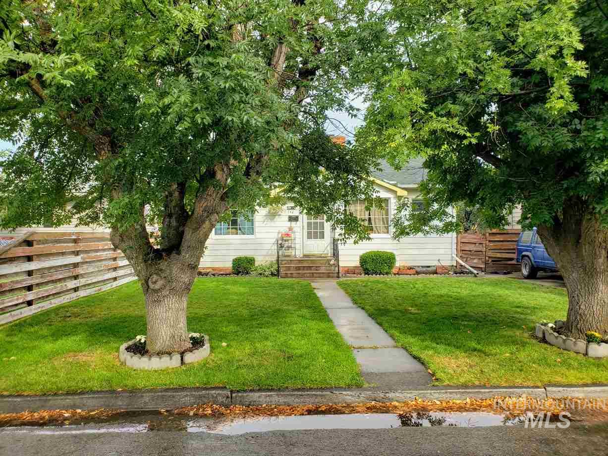 742 Juniper, Twin Falls, Idaho 83301-6941, 4 Bedrooms, 1.5 Bathrooms, Residential For Sale, Price $184,900, 98743997