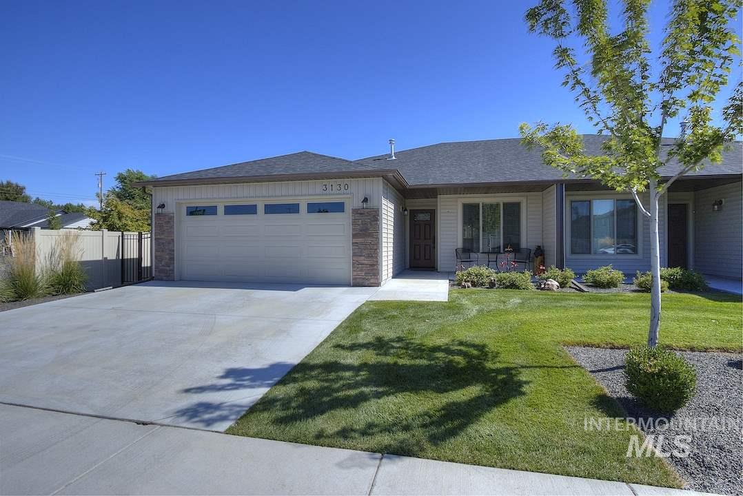 Better than new! Perfectly maintained townhome on a corner lot w/stainless steel appliances, quartz counter tops,  vaulted ceilings in the living areas. All exterior maintenance covered by HOA for less than $70/month.