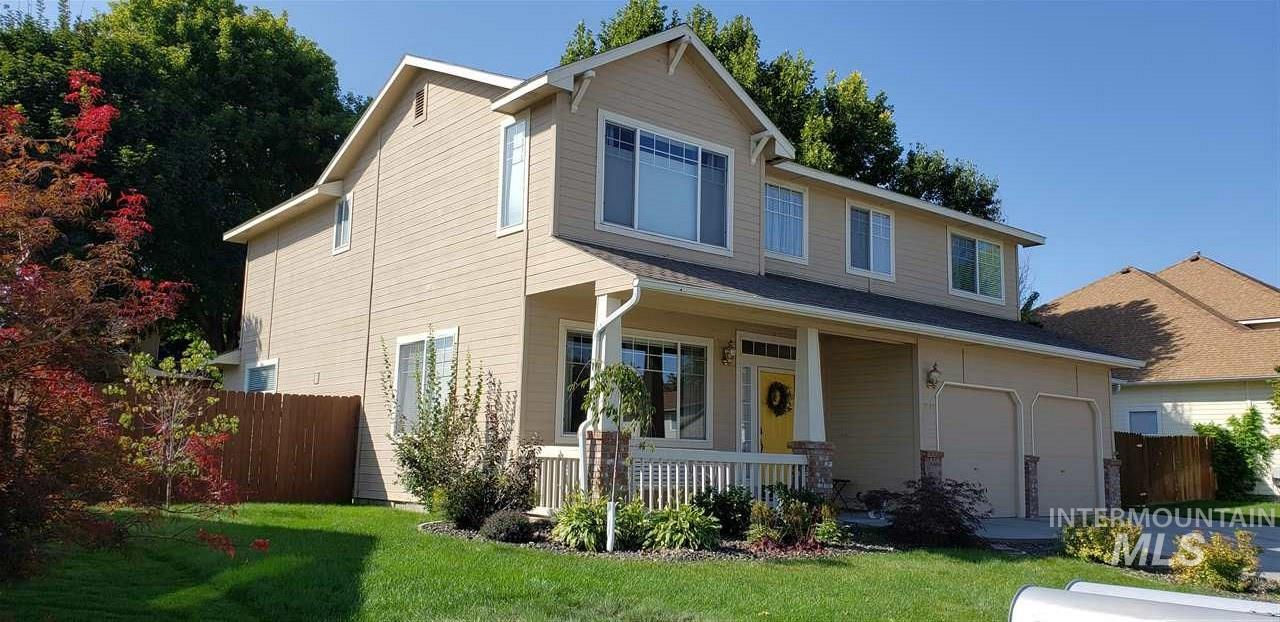 Charming clean home. Separate living rm & family rm w/ gas fireplace. Newly remodeled kitchen w/ granite countertops & tile backsplash, resurfaced cabinets & breakfast bar, opens into family rm & dining. Remodeled 1/2 bath. Master bath has dual sinks, walk-in closet & oversized tub/shower combo. New landscaping w/ full auto sprinklers, mature trees, covered patio w/ new roof, RV parking. Newer interior paint, furnace & a/c, carpet. Great neighborhood w/ 2 parks, close to schools, shopping, & freeway access