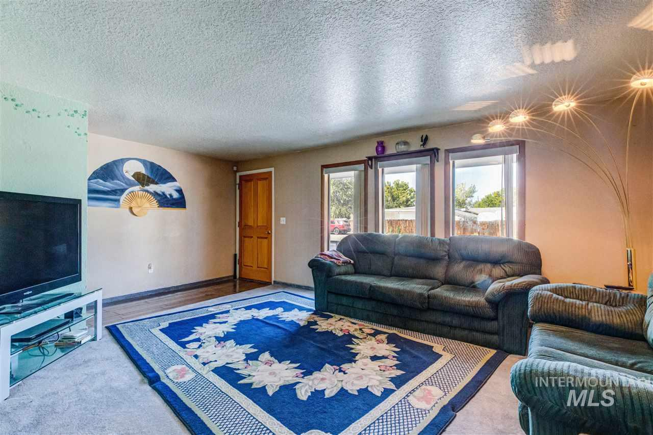 1003 Lone Star, Nampa, Idaho 83651, 3 Bedrooms, 2.5 Bathrooms, Residential For Sale, Price $375,000, 98744812