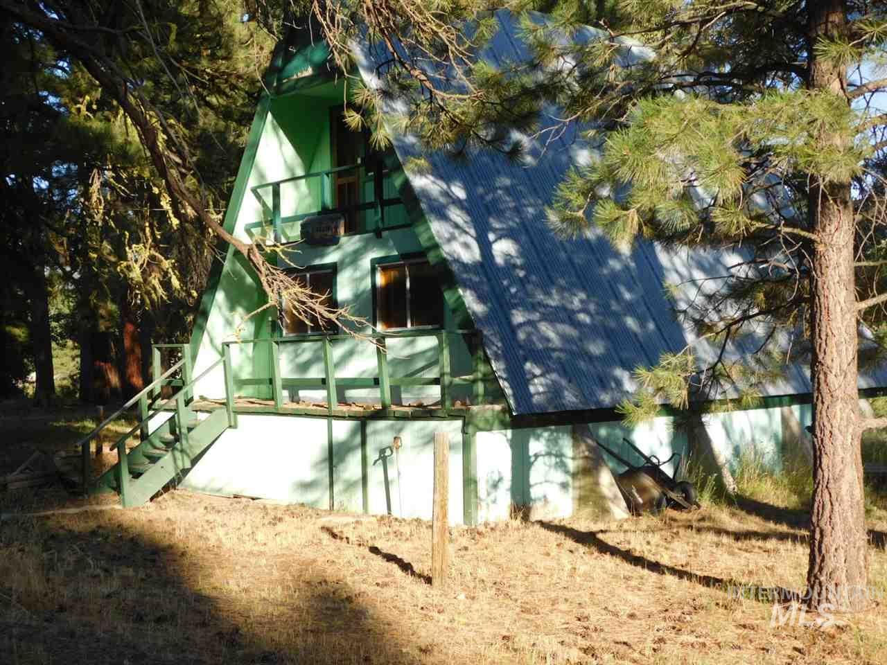 4332 N Pine Featherville Rd, Featherville, ID 83647