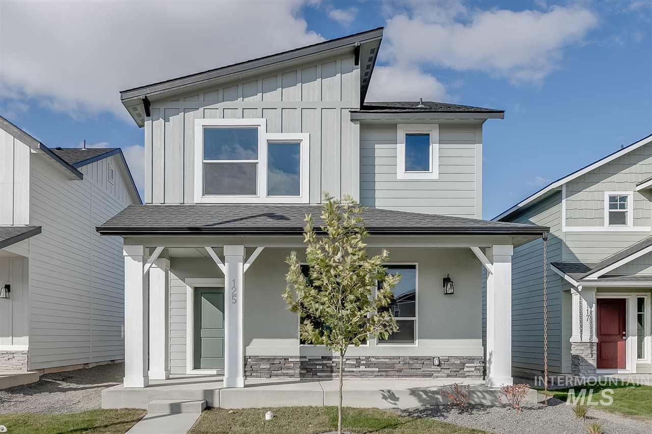 Get $10k with the Festival of Homes Promo NOW thru 12/31. In the Carlton 1676, enjoy a nice sized kitchen with island on the main level along with a large family room! Price includes upgraded cabinets, dual vanity, granite kitchen counter tops, Rustic Bronze 3 interior package, and more! RCE-923