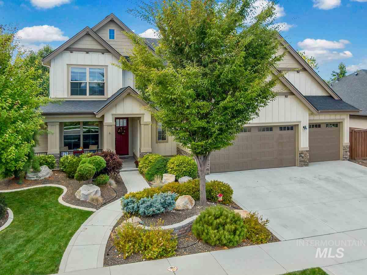 """10K price improvement! Open Sat. 11/2 from 1-3 pm.This Paramount beauty offers 5 large bedrooms w/main level master, 3.5 baths, den, bonus, & office nook. Kitchen w/huge pantry, Bosch appliances w/5 burner cooktop. 3+ car garage w/attic storage! Private yard w/custom fire pit, mature landscaping, covered patio, & no back neighbors! Upgrades include built-ins, trim work, granite, hardwood & so much more. Walk to pool and school.Check out the 3D tour and see why this will be your new place to call """"home""""."""