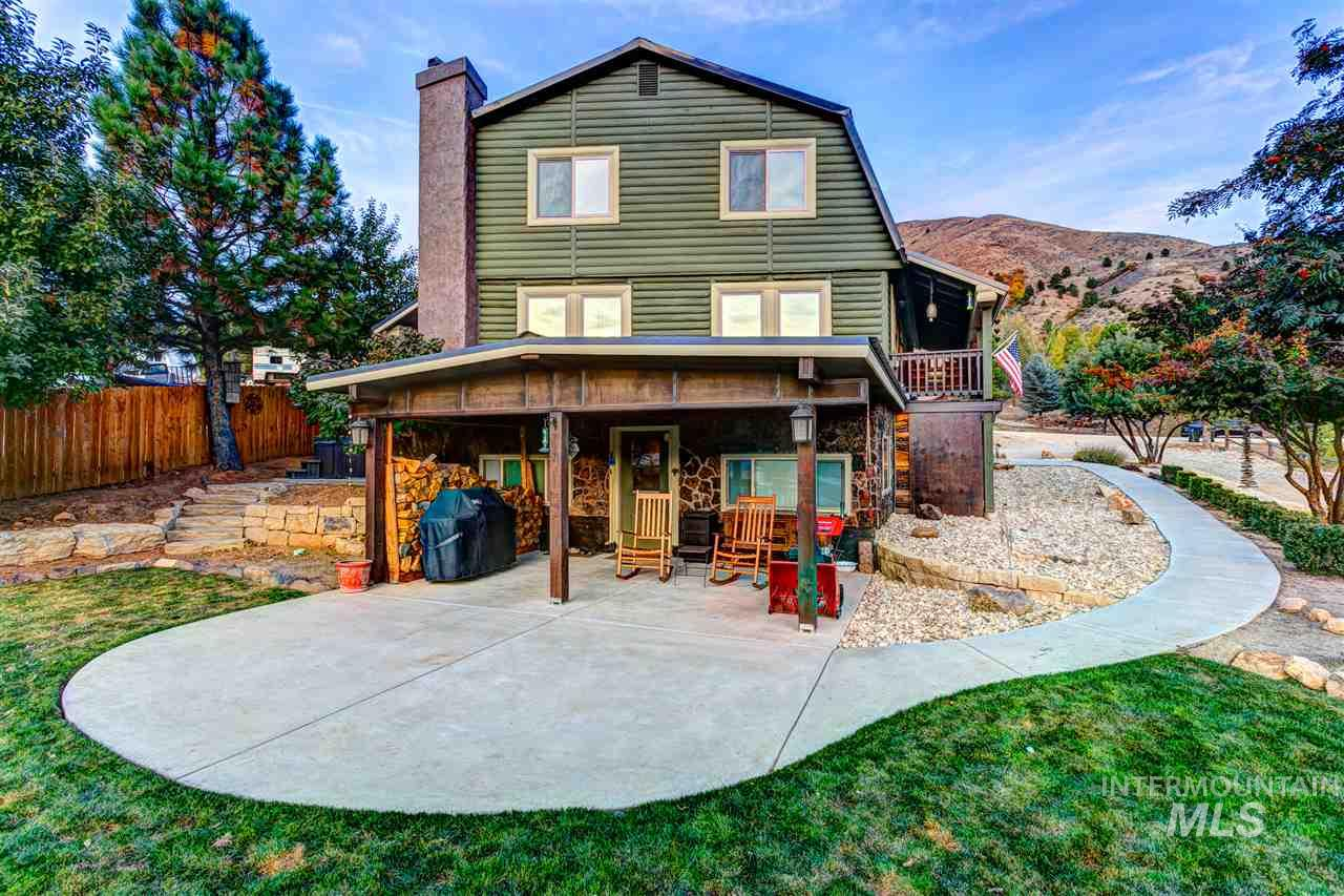 Mountain living just 20 minutes to Boise, this log home offers panoramic views of foothills w/seasonal creek & barn. Full update of designer finishes& mechanics create a rare opportunity in Mores Creek, just above Robie Creek recreational area.Roof, HVAC, siding, patio, 2 decks, firepit, landscaping, retaining walls, HVAC, appliances, spa, & water softener are all new within the last 5 years. Bathrooms are stylishly remodeled w/custom tilework & new vanities. Chef's kitchen w/slab granite & walk-in pantry