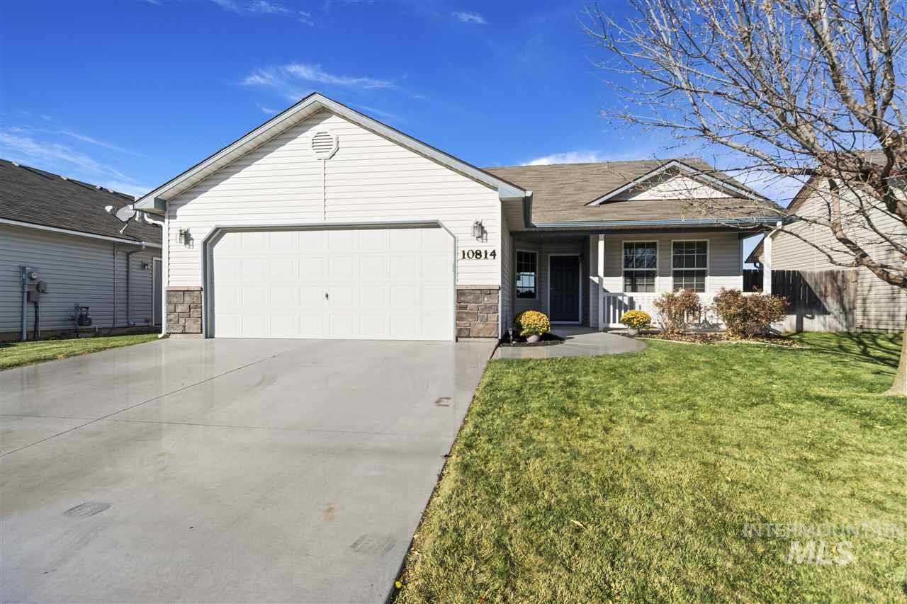 Wonderful Single level home in desirable Vallivue school Dist. Move in ready home with no back neighbors and views of Bogus. Great access and perfect for first time home-buyer or investor. Professionally cleaned and ready for quick close.