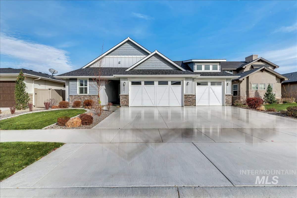 This BEAUTIFUL, PRISTINE home in Caven Ridge is a MUST SEE!!!  The fine finishes and ceiling detail will not disappoint.  Upgraded carpet, alarm system, central vac included.  Only 2 years old, everything is LIKE NEW. Here is your chance to get into a fine, custom builder sub in SE Meridian. There are no rear neighbors.  The backyard is bordered by a walking path along a canal. This beautiful neighborhood boasts a playground, a lovely pool with clubhouse and plenty of walking paths and common space! BTVI