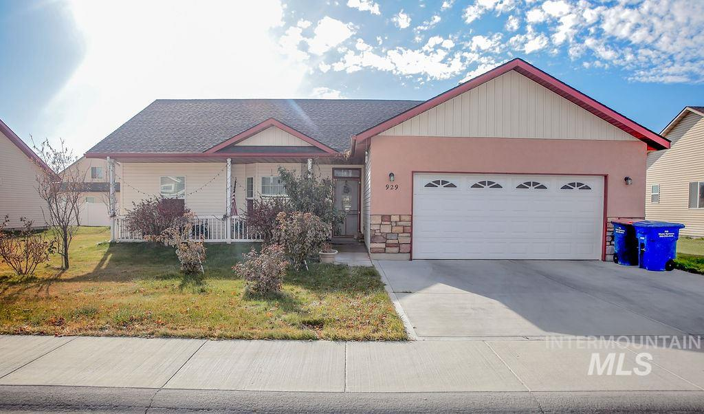 929 Bosero, Twin Falls, Idaho 83301-5767, 5 Bedrooms, 3 Bathrooms, Residential For Sale, Price $269,900, 98750281
