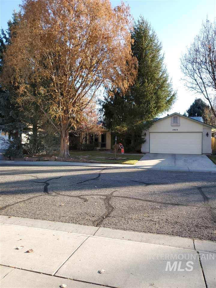 4943 W Catalpa Drive, Boise, Idaho 83703, 3 Bedrooms, 1.5 Bathrooms, Residential For Sale, Price $319,000, 98750939