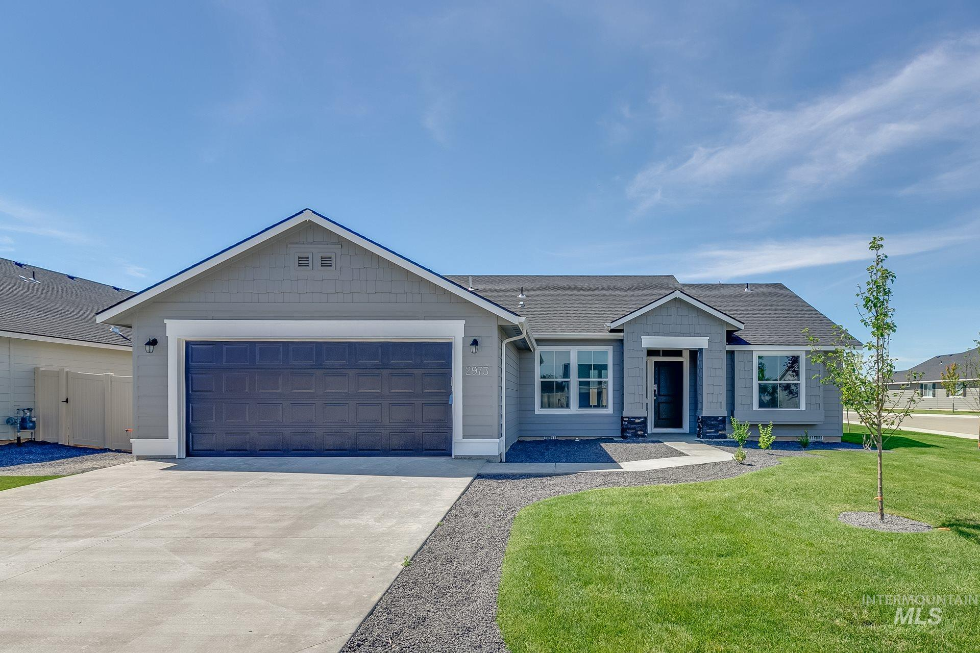 Enjoy the benefits of a single-level, split-bedroom floor plan in the Kincaid 1600. With a large living room with airy 9' ceilings, breakfast nook, and functional kitchen this home has it all! Price includes dual vanity, upgraded cabinets, Simply White 2 interior package, and more. Photos Similar. RCE-923.