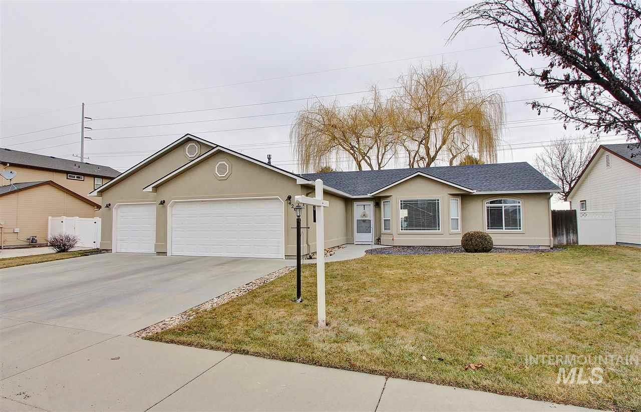 Come and take a look at this beautiful home. It has a split floor plan and plenty of open space for everyone. Lakeview Golf Course is in the neighborhood so go ahead and drive your golf cart right over! Carpet is 2 years old but still looks brand new. Very well kept home. BABATVI!